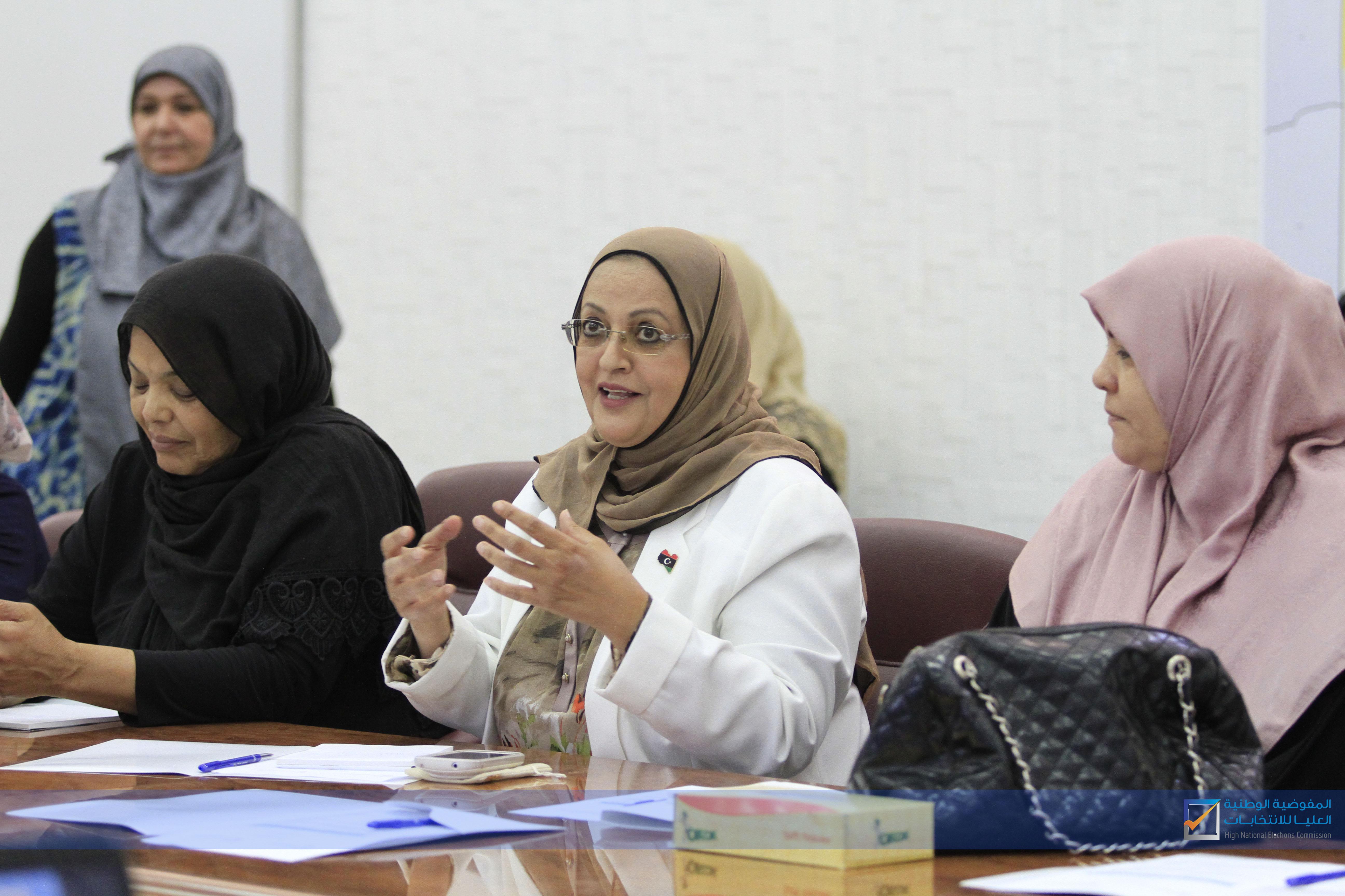 وحدة تمكين المرأة تجتمع مع عدد من المترشحات السابقات