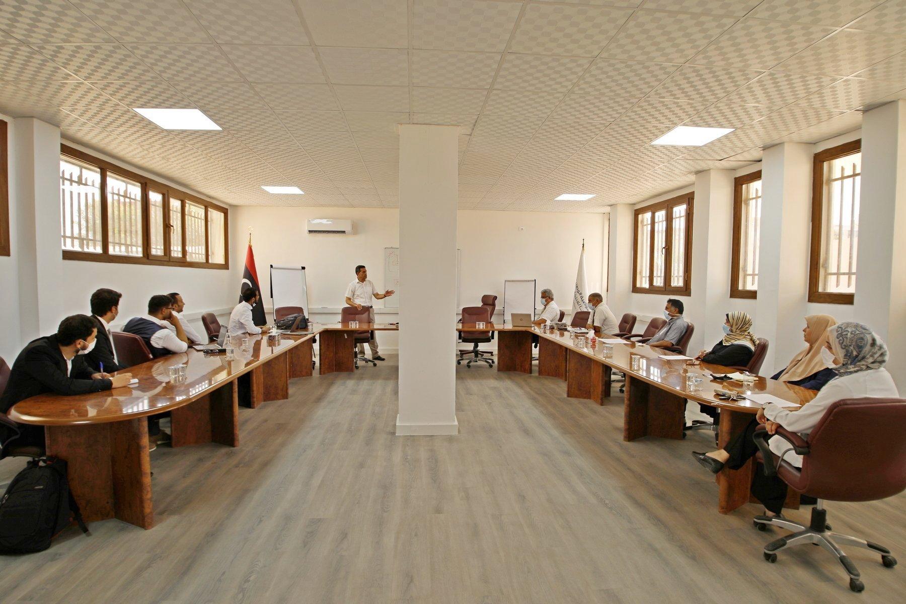 المفوضية تعقد جلسة عمل حول مشروع بطاقة الناخب الإلكترونية