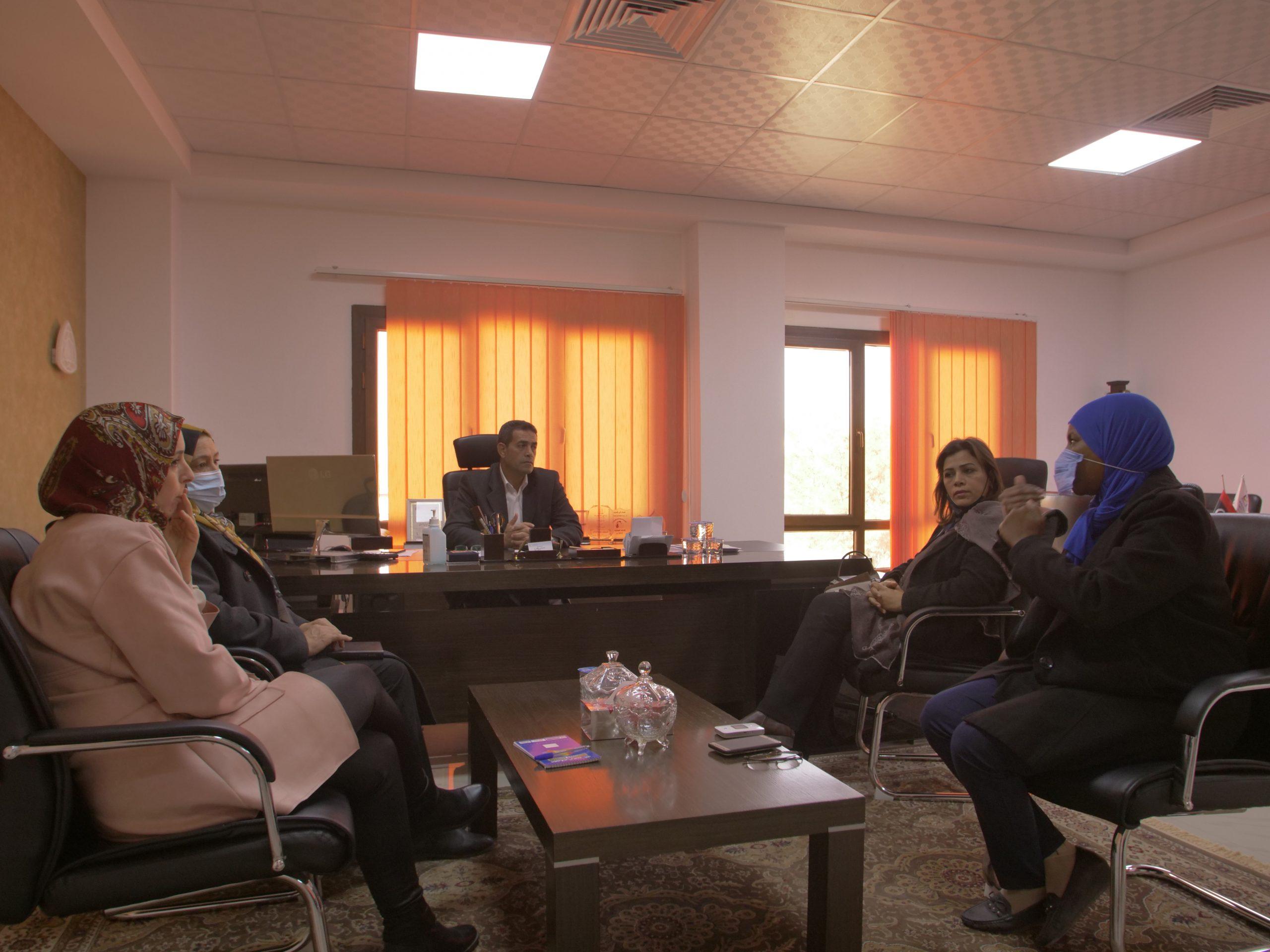 """""""تعزيز مشاركة المرأة الانتخابية""""  محور اجتماع المفوضية مع ممثلات اللجنة التحضيرية لتأسيس الاتحاد النسائي الليبي."""