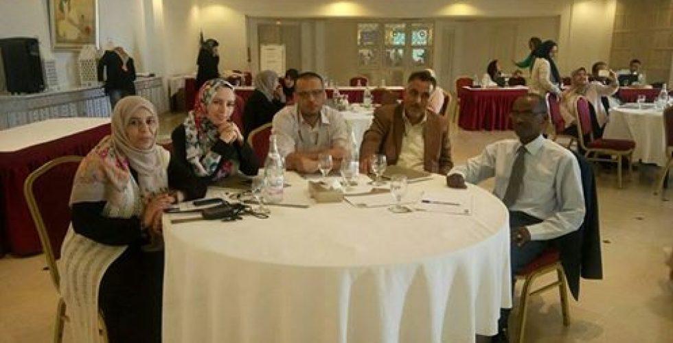 اختتم بالعاصمة التونسية، السبت 6 أغسطس، فعاليات ورشة العمل التي أشرفت على تنفيذها بعثة الأمم المتحدة لدعم الانتخابات في ليبيا (UNSMIL)، حول ميزانية النوع الاجتماعي، واستهدفت الورشة أعضاء من البرلمان والمفوضية الوطنية العليا للانتخابات.  تهدف الورشة إلى تحليل مقاربة النوع الاجتماعي وتوظيفها في وضع السياسات العمومية، وتحديد أدوات وآليات لمناقشة قانون المالية ومعرفة الأدوار التي يمكن أن يضطلع بها المجتمع المدني في موضوع ميزانية النوع الاجتماعي.  وحضر الورشة: عضوا مجلس المفوضية السيدة رباب حلب، والسيد أبوبكر مردة، ومدير مكتب المتابعة السيدة غادة القعود، ومسؤول وحدة تمكين المرأة السيدة أريج العجيلي، ومن إدارة الشؤون الإدارية والمالية السيد سعيد أبوقصيصة والسيد مروان قواس. وقد اختتمت الورشة بتقديم خلاصات عن تجارب دولية في مجال ميزانية النوع الاجتماعي وأهم الفرص والتحديات لإدماج هذا البعد في السياسات العامة.